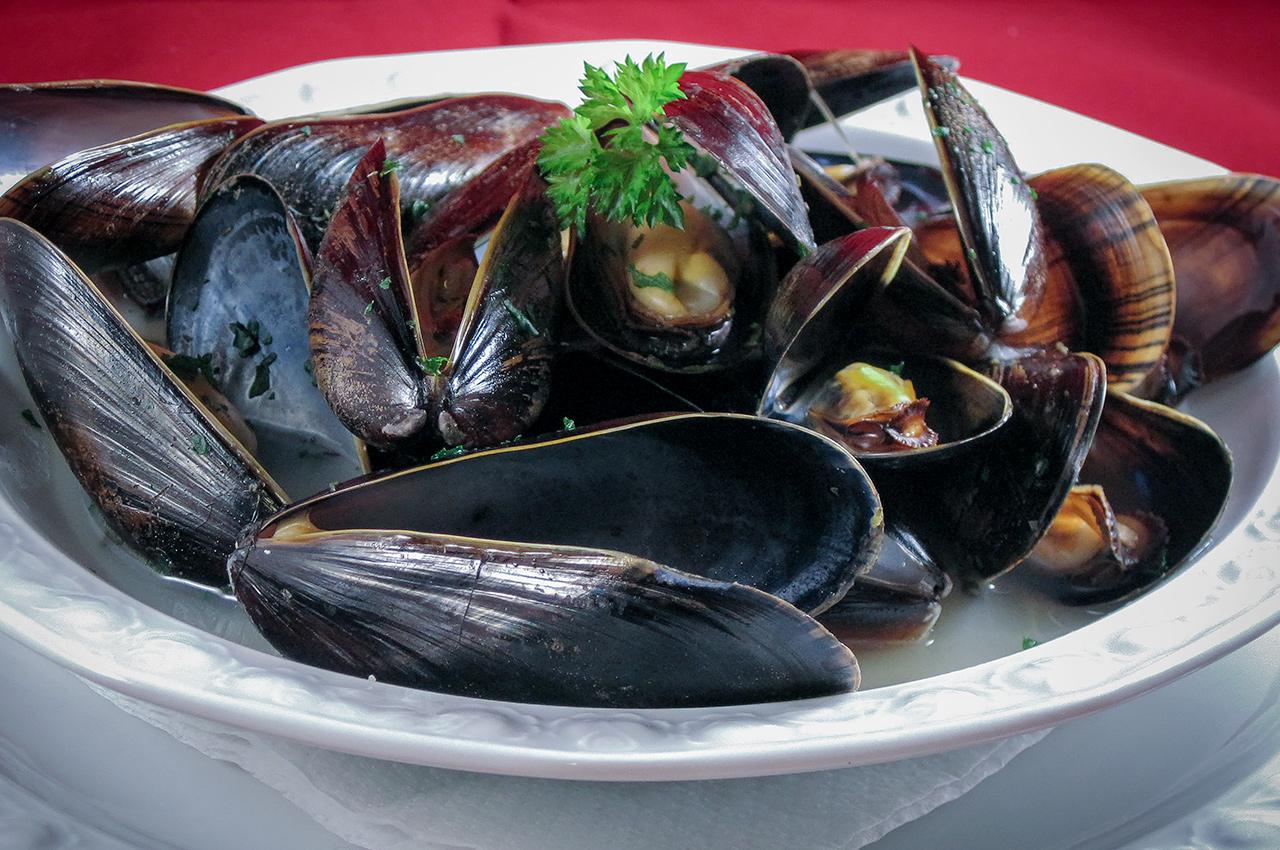 Moule marinière, vinkokta musslor.